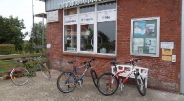 Fahrradfahren - Minigolf - Grillen
